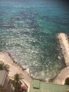 Estudio tranquilo a pie de playa.