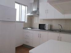 Amplio piso sin amueblar, cocina equipada, c�ntrico