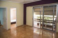 3 habitaciones, comedor,cocina, ba�o, galer�a y un balc�n.