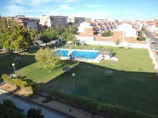 Apartamento con piscina en urbanizaci�n guadiana