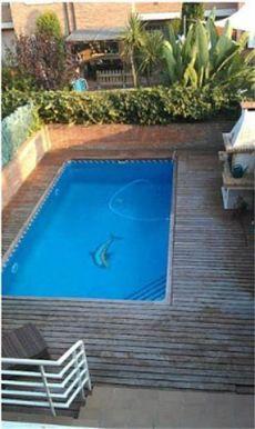 Casa con piscina y parking