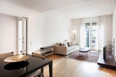 Apartamento amueblado con parking en la rambla de catalu�a