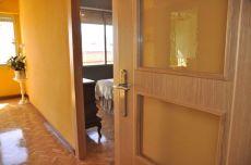 Calefacci�n central. 3 dormitorios amueblado. Terraza.