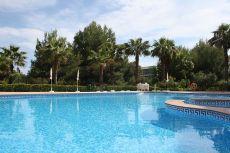 Piso espacioso con piscina y cerca del mar