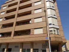 Se alquila piso zona campus sin muebles tres dormitorios y dos ba�os con posiblidad de garaje