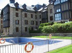 Vivienda biescas terraza, zonas comunes, piscina, amueblada