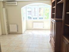 Estupendo piso de tres dormitorios y dos ba�os completos