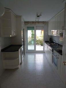 Amplio y luminoso piso en zona residencial