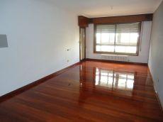 Piso de cuatro dormitorios con garaje Vigo