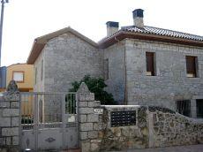Preciosa planta baja en antiguo edificio de piedra