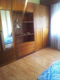 Piso amueblado junto Hospital Cl�nico. Tres dormitorios