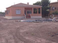 130 m2 utiles, piscina, parcela vallada 2500 m2, zona reside