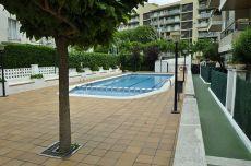 Apartamento muy bien situado con piscina