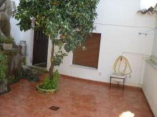 Casa junto al convento capuchinos