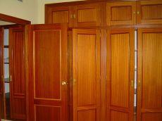 Amplio piso sin muebles en el centro de dos dormitorios