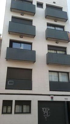 Alquilo piso de 2 habitaciones amplio en gracia sabadell