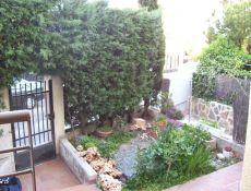 Chalet pareado dos plantas y semisotano