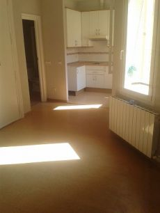 Apartamento sin amueblar bien situado