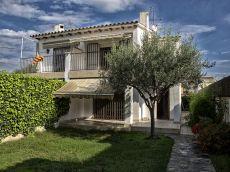 Casa semiadosada al centre de Ribes