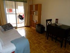 Canillas. 3 dormitorios, 1 ba�o, amueblado.