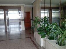 Ram�n Aller, 2 dormitorios, amueblado, calefacci�n, garaje.