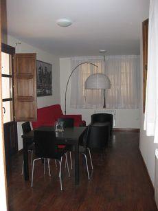 Bonito y nuevo apartamento junto Derecho