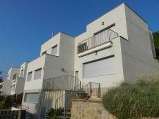 Casa independiente con piscina privada y vistas a la monta�a