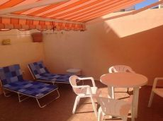 Se alquila piso 2 hab. , terraza 30m. , cerca de playa.