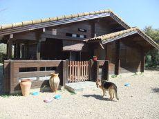 Se alquila con derecho a compra, casa de madera en parcela