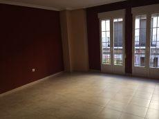 Se alquila piso en el centro de Linares