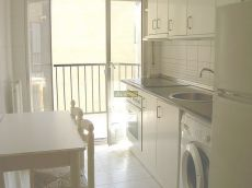 Estupendo apartamento amueblado, buen estado, trastero.