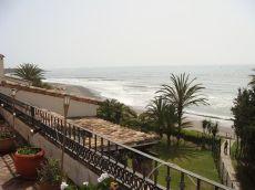 �tico d�plex en Estepona. Acceso directo a la playa