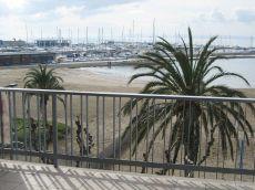 Gran apartamento en 1 linea de playa en roses centro