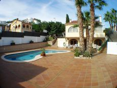 Torre en Sitges de siete habitaciones y piscina