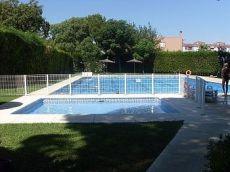 Casa adosada sin amueblar piscina y jardin com, chimenea,