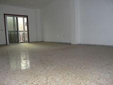 Alquiler piso amplio, sin muebles, balc�n, lavadero.