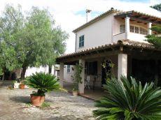 Casa rustica unifamiliar, gran jard�n muy cerca del pueblo