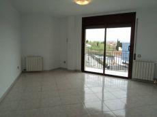 Piso de 4 habitaciones con balc�n y ascensor, zona Mossos