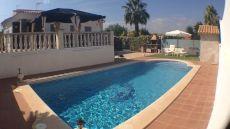 Bonita casa con piscina en alquiler en Urb. Oasis Park