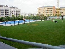 Estupendo piso todo exterior, piscina, trastero y garaje