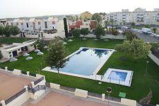 Precioso y �nico piso con piscina y zonas verdes e infantil