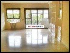 Piso de cuatro dormitorios plaza de garaje aire acondicionad