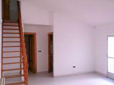 Piso exterior, 3 dormitorios, cocina equipada, sin muebles