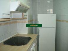 Piso amueblado de 2 habitaciones, 1 ba�o, terraza y garaje