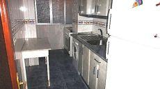 Piso vacio cocina con electrodom�sticos calefacci�n central