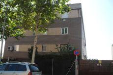 Piso de 120 m2, zon comunes, jard�n, piscina 3 hab, 2 ba�os.