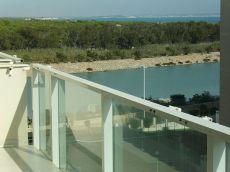 Piso de 3 dormitorios con vistas al mar, piscina y parking