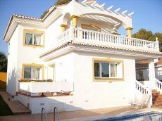 Encantadora villa independiente 4 dormitorios con piscina.