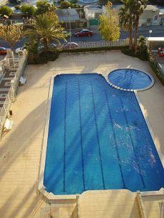 Apartamento con piscina y gran terraza