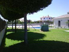 Espectacular chalet amueblado, con jard�n y dos piscinas